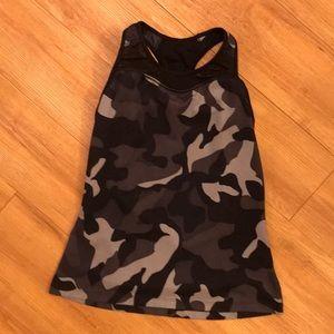 Athleta tank•EUC•black/grey camo•S•built in bra